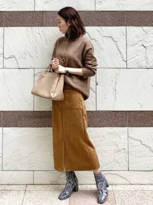 GUのブラウンセーター×スエードスカート