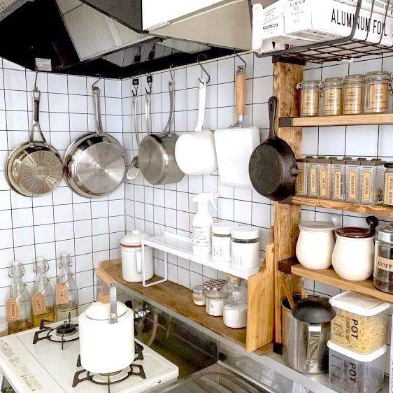 困ったら吊るすべし!キッチンの《浮かせる収納アイデア》で利便性UP!