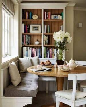 読書やティータイムに最適なベンチコーナー