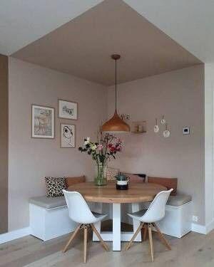 壁&天井の色を変えて独立した印象に