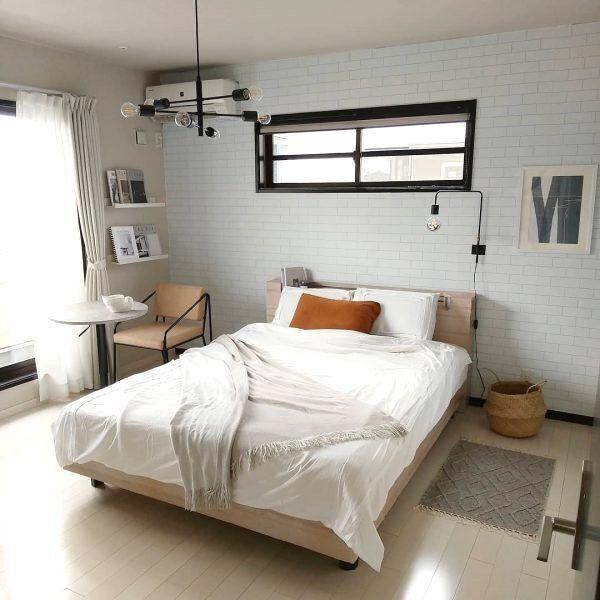 【ベッド後ろ】を充実させて素敵な寝室に!おしゃれな寝室インテリアを紹介