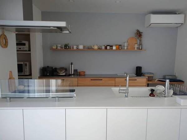 シンプルなキッチン背面