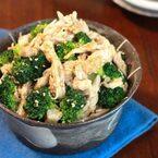 低糖質で簡単ヘルシー!レンジ蒸し鶏のブロッコリーサラダ
