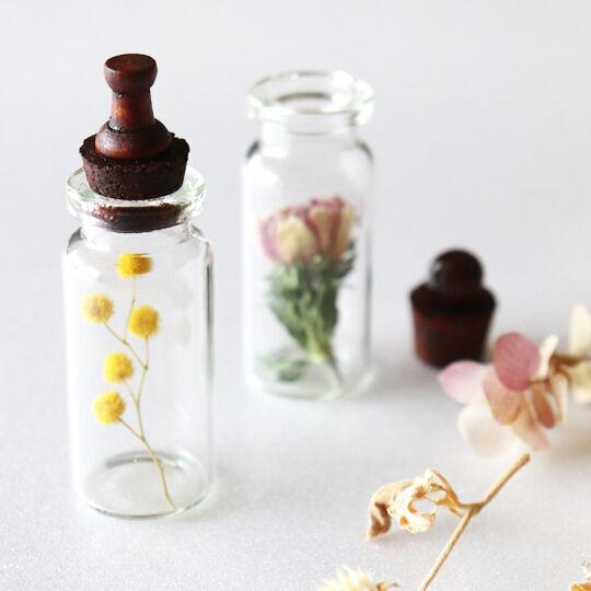【連載】《セリア・キャンドゥ》で春色インテリア。ボタニカルミニボトルを作ろう!