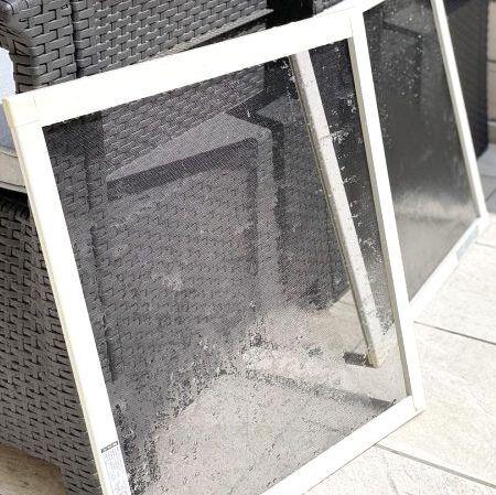 放置しておくと大変なことに!梅雨明け前に「網戸と窓枠の掃除」をしよう。