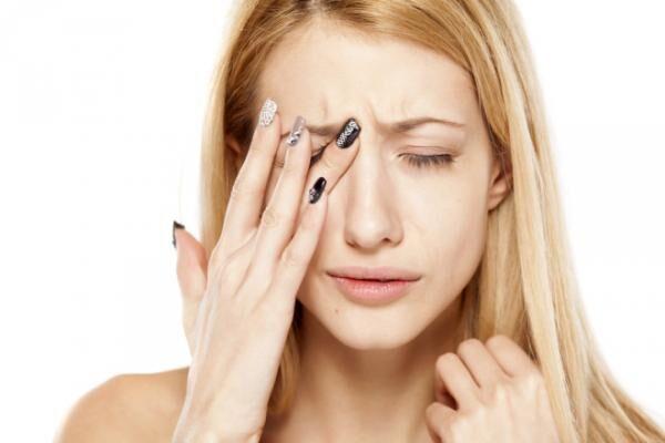 泣き顔でも大丈夫!瞼の腫れを解消する方法