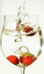 """フルーツとお水を合わせるだけ!簡単に作れる""""デトックスウォーター""""の作り方"""
