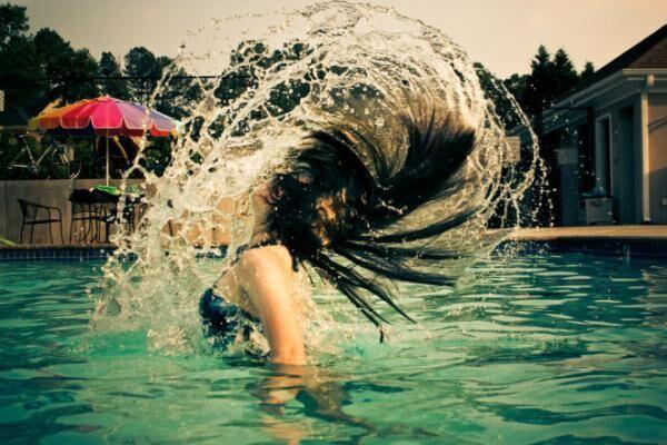 海で!プールで!水にも汗にも絶対落ちない夏の鉄板メイク術