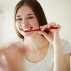 """憧れの""""白い歯""""に!自宅でホワイトニングの「歯磨き粉」7選"""