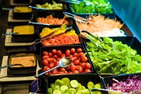 サラダバーで生野菜たっぷり