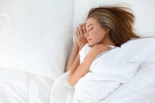 睡眠不足が続くと肌はどうなってしまう?