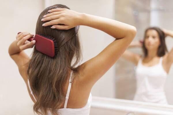 夏の汗や皮脂分泌が髪の毛に与える影響とは?