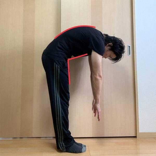 股関節の屈曲動作が小さく背中が大きく丸まってしまう