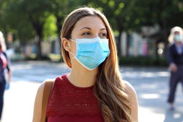 マスクが顔のたるみに影響している!?