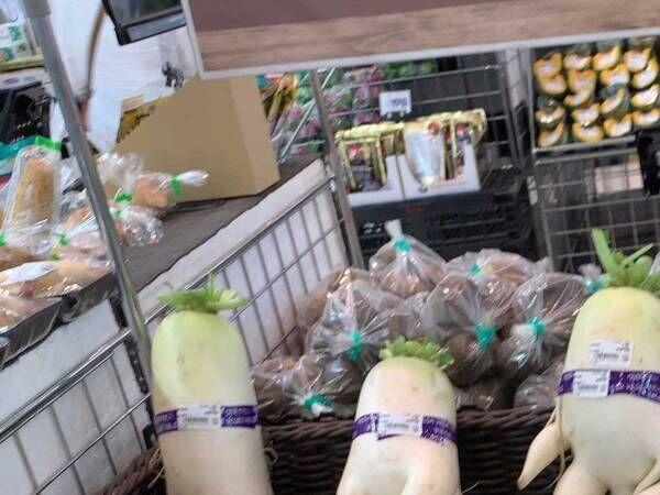 「店員さん、狙ってやったな」 スーパーの野菜売り場に並ぶ大根たちが…