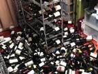 言葉を失う コレクションしていたワインが…棚から落ちた原因は?