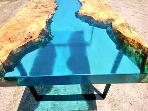 思わず見とれる人、続出! テーブルに蒼い川が流れる?!
