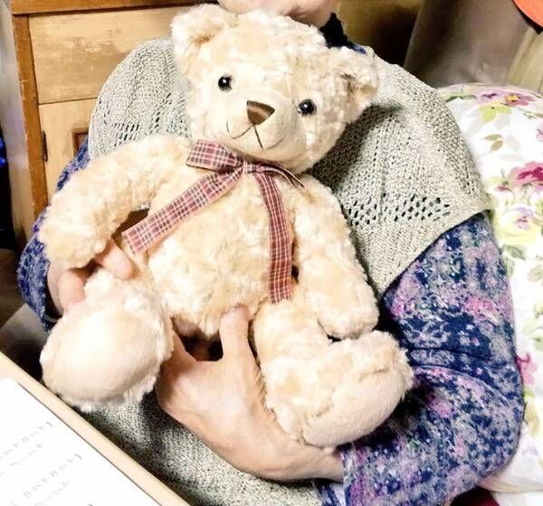 祖母が熊のぬいぐるみを『犬』と呼ぶ理由に「納得」の声が続出!そのワケが…
