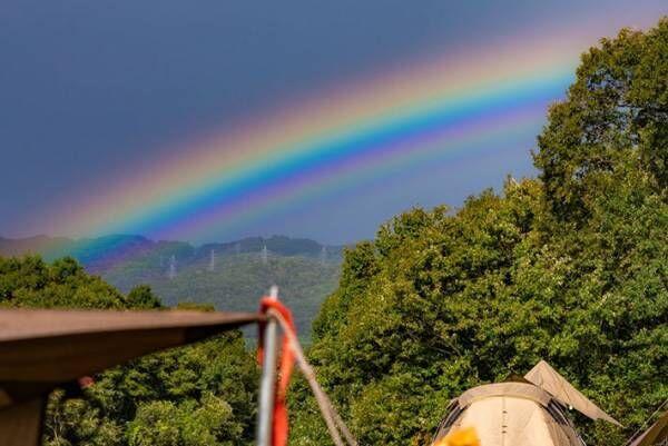 こんなの見たことない! キャンプ場で出会った珍しい虹に興奮の声