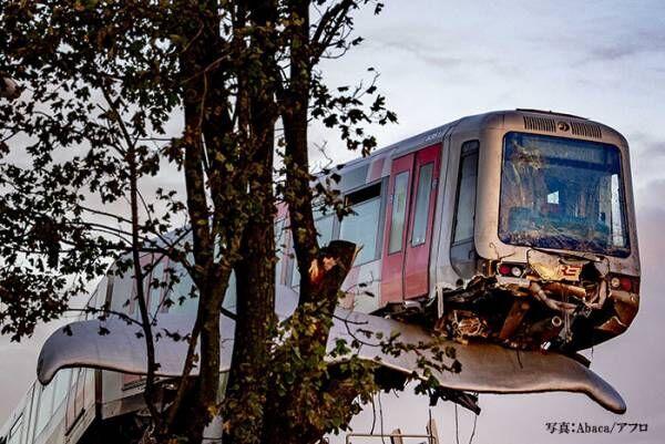 落下寸前の電車を救ったのは…!? 『奇跡』に世界から「そんなことある!?」「すごい光景」