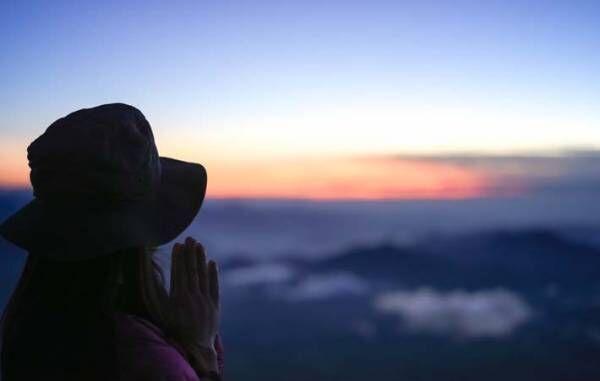 手を合わせて祈ることは、神様に覚悟を伝え、誓いを立てること