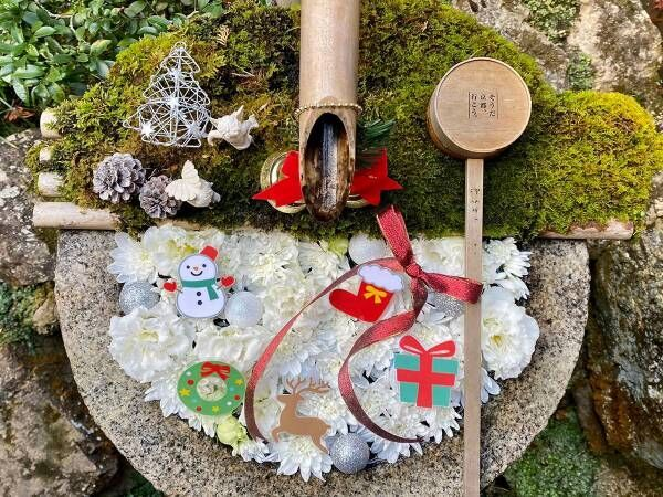 京都のお寺にある『聖なる花手水』が美しい! 雪が積もると…?