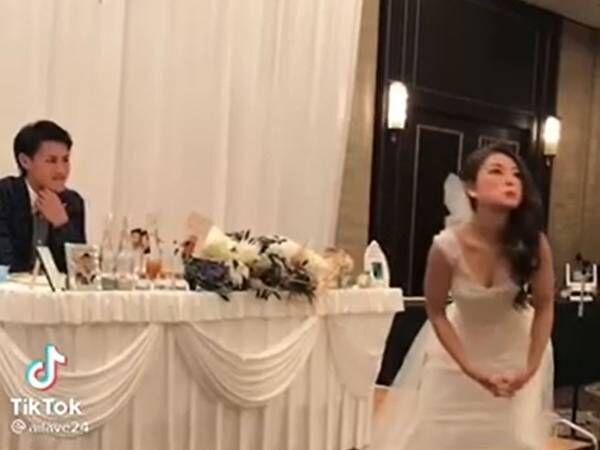 結婚式で会場を沸かした花嫁 すると数年後、子供がゴリラを見て『ひと言』!