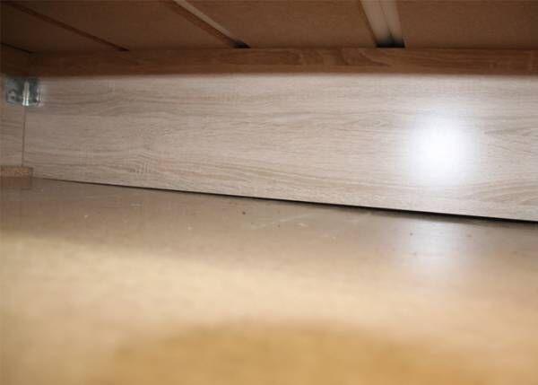 掃除しづらい家具の下が? カインズのワイパーを使ってみると「簡単で便利!」