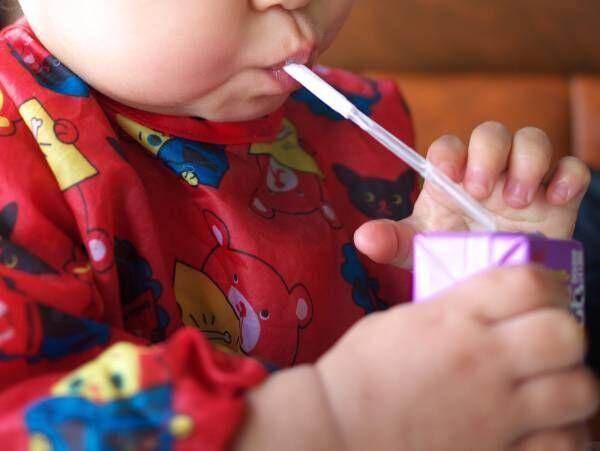 子供がこぼしやすい『紙パックのジュース』 あることをするだけで?