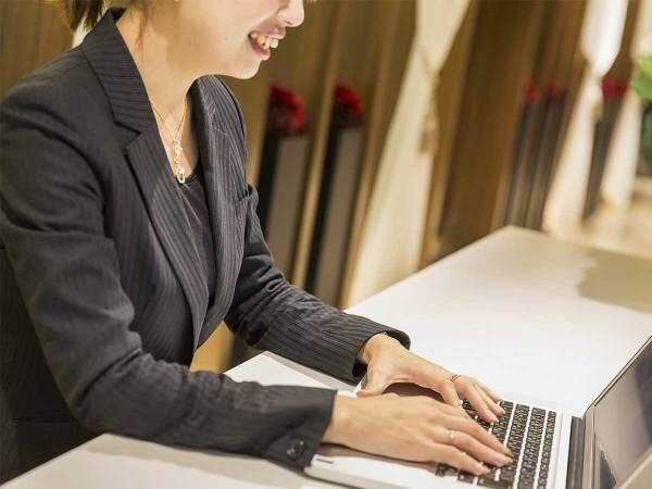 結婚式場の見学はオンラインで! 安心できるサービスに「分かりやすい」の声