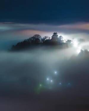 『幻の絶景』とは… 街の明かりに照らされた『天空の城』が美しい