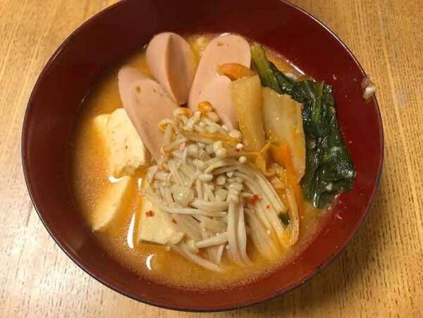 野菜たっぷりの鍋料理 ピリ辛のスープがやみつき!プデチゲの作り方