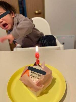 誕生日ケーキを見た子供を撮影した『1枚』が、まるでコント