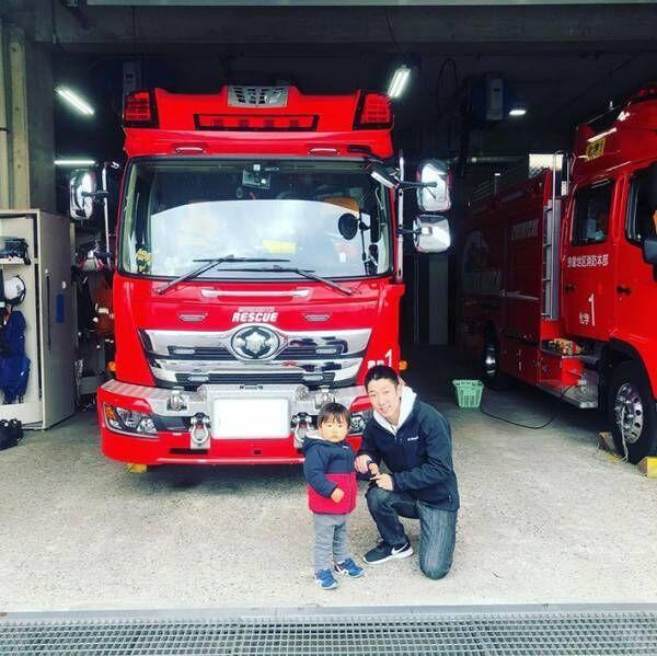 消防車を見ていた男の子 1人の消防士が気付くと…?