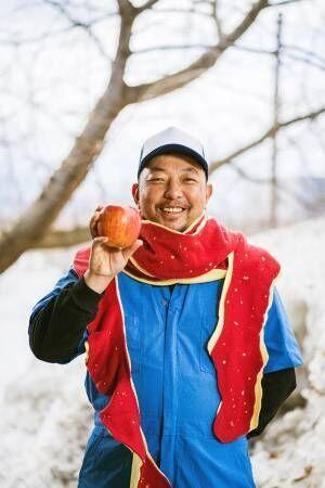 リンゴの皮をモチーフにしたマフラーがかわいい! リンゴ農家が巻いてみると?