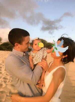 赤ちゃんのほっぺに両親がキス! そんな『ほほ笑ましい写真』を撮るはずが?