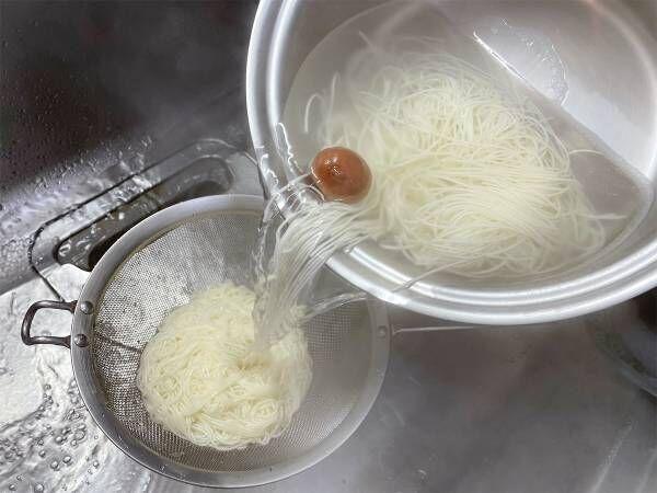 素麺をゆでる時、梅干しを入れるだけで? Twitterの投稿に26万人が『いいね』