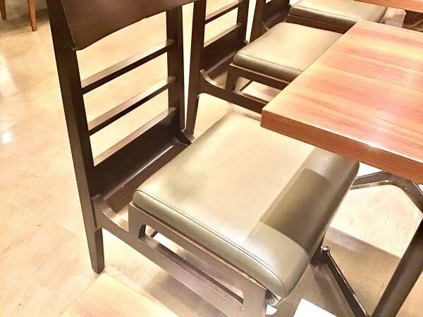 「荷物を載せたら半分しか座れない」 カフェでの不便を解消した椅子がこちら!