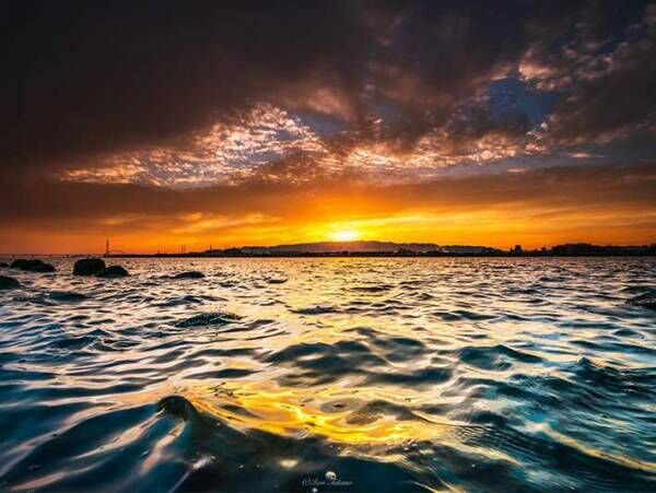 夕陽が沈む瞬間をとらえた4枚の写真 その美しさに反響が上がる