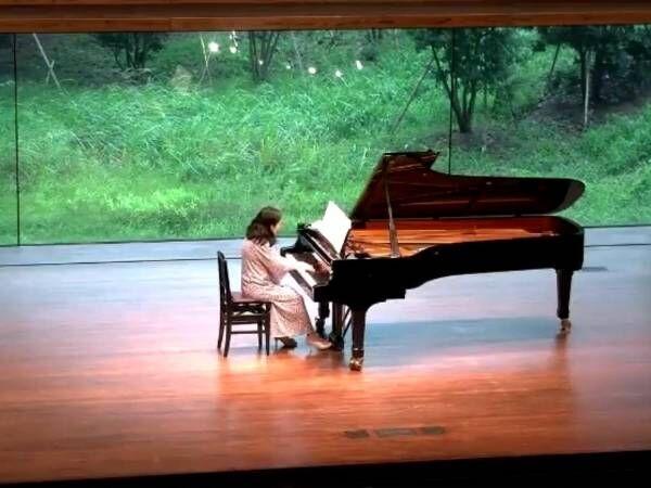 ピアノの発表会で『まさかのハプニング』! 動画に「笑ってむせた」「最高の展開」