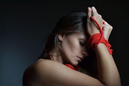 束縛は愛情表現…いえ、違います。洗脳されてませんか?