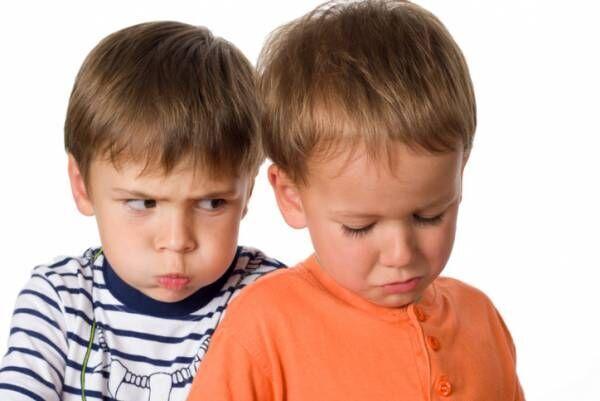 兄弟げんかは学びの機会!ケンカを公平に見守るための親の心構え