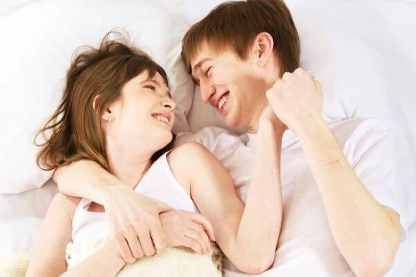 ラブラブカップル腕枕