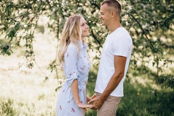 初デートで彼女から手を繋がれたら男性は嬉しい?