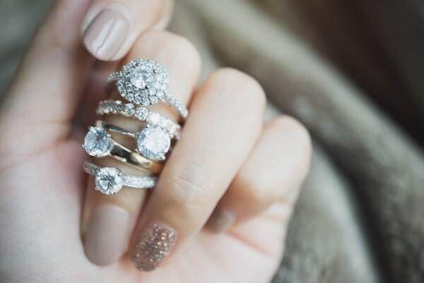 実は指によって意味が違うって知ってた?恋愛運がアップする指輪の付け方とは