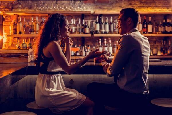 女性一人で夜のバーに行くのは恥ずかしいこと?どう思われてるの?2画像