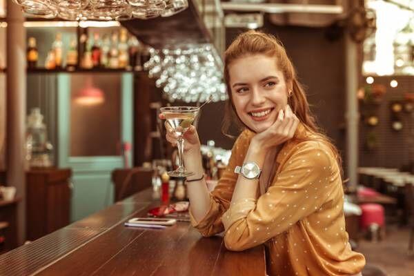 女性一人で夜のバーに行くのは恥ずかしいこと?どう思われてるの?1画像