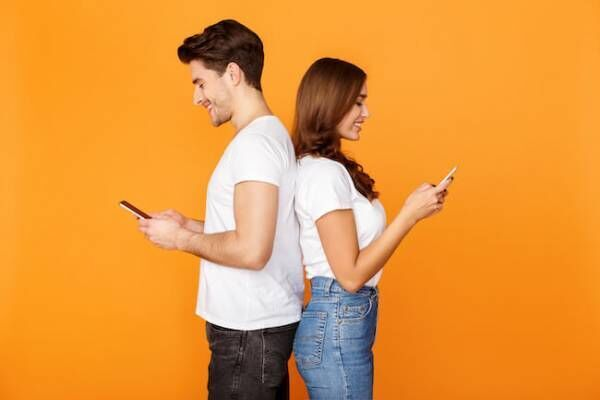 男性が喜ぶ「デート後のLINE」テク
