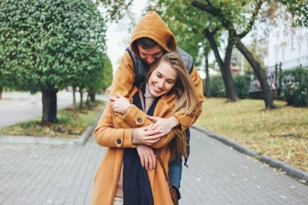 ギュッてしたい…!思わず彼女を抱きしめたくなるシチュエーション4つ