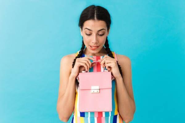 正直恥ずかしい…彼氏がデート中に彼女のバッグを持ちたがる理由とは?